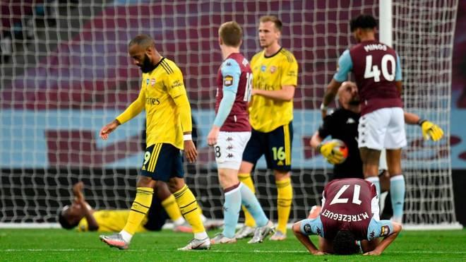 Die Spieler des FC Arsenal (gelb) verließen mit hängenden Köpfen den Platz