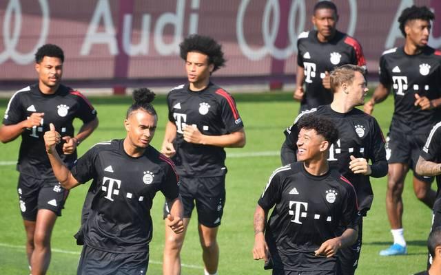 Chris Richards (vorne rechts) verlässt den FC Bayern
