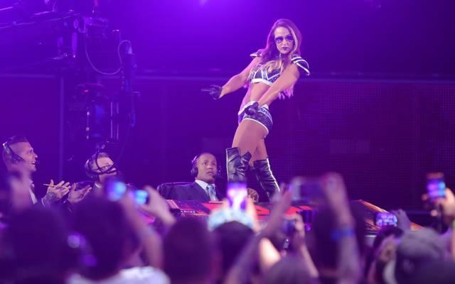 Emma legte bei ihrem WWE-Comeback bei RAW einen Tabledance hin