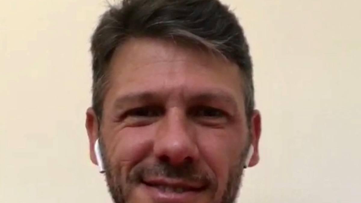 Martin Demichelis hält sich vorbildlich an die Corona-Vorschriften und führt das SPORT1-Interview mit Chefreporter Florian Plettenberg am Telefon
