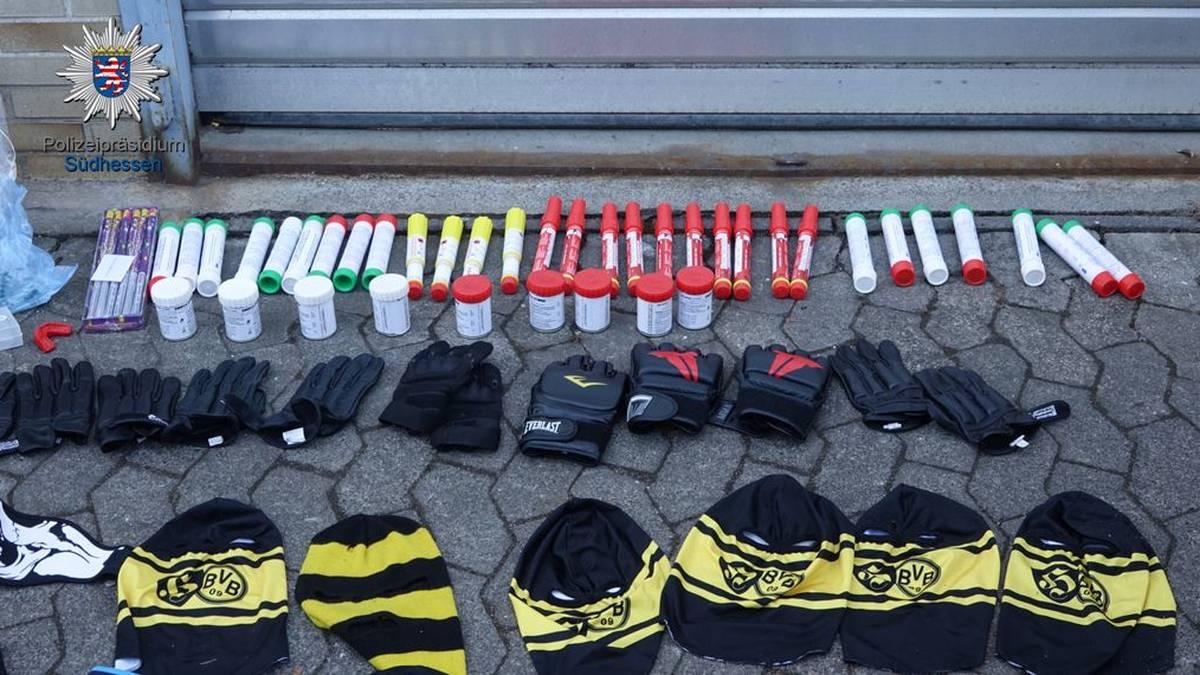 Diese Gegenstände hat die Polizei bei den Hooligans sichergestellt