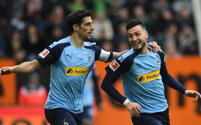 Ramy Bensebaini und Lars Stindl (l.) sorgen für die ersten beiden Tore der Partie