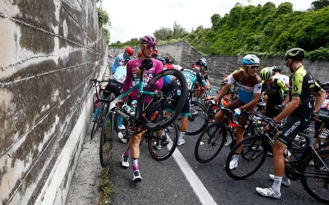 Pascal Ackermann verpasste nach einem Sturz kurz vor dem Ziel seinen dritten Etappenerfolg beim Giro d'Italia