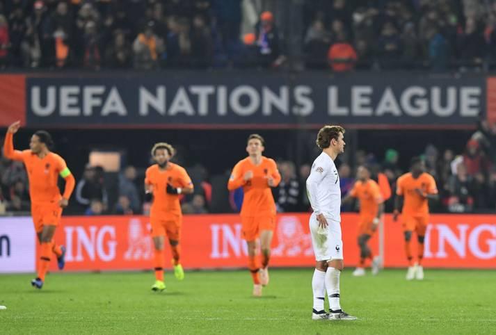 """Die Niederlande besiegen in der Nations League Weltmeister Frankreich mit 2:0 und schießen Deutschland damit in die Zweitklassigkeit. Die Presse feiert den Oranje-Sieg, doch auch das """"Seuchenjahr"""" des DFB-Teams ist ein großes Thema. SPORT1 zeigt die Pressestimmen"""