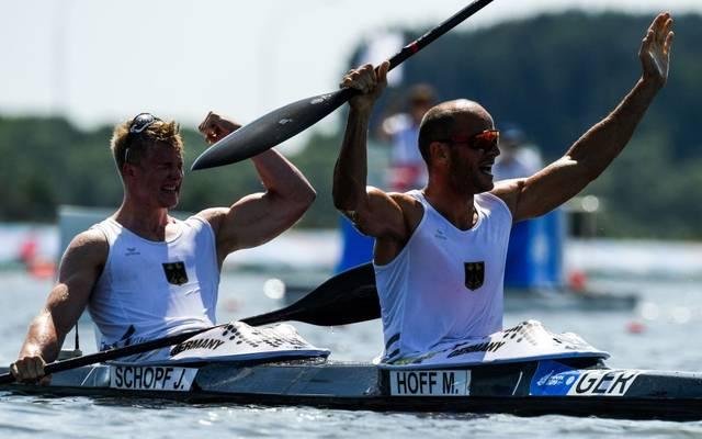 Das Generationenboot um Max Hoff und Jacob Schopf holt Gold bei der Kanu-WM