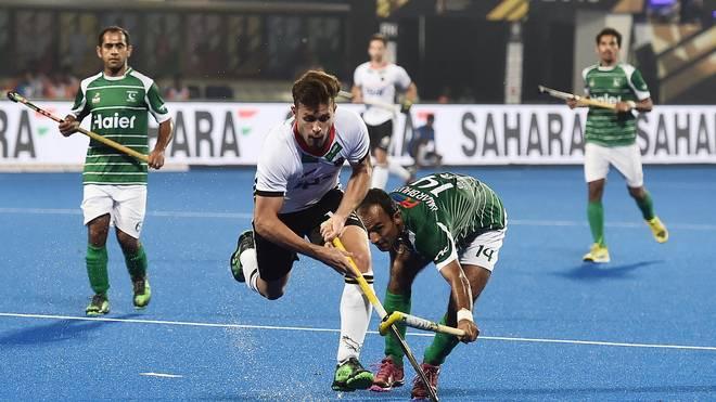 Germany v Pakistan - FIH Men's Hockey World Cup: Timm Herzbruch (r.) startete mit Deutschland mit einem Erfolg in die Hockey-WM