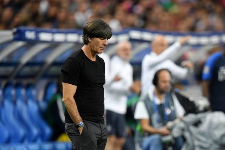 Bundestrainer Joachim Löw veränderte seine Mannschaft auf fünf Positionen und stellte auch taktisch auf eine 3-4-3-Grundordnung um. Leroy Sane und Serge Gnabry rechtfertigten bei der 1:2-Niederlage in Frankreich ihre Aufstellungen, wenn auch mit Makel. Die DFB-Spieler in der SPORT1-Einzelkritik