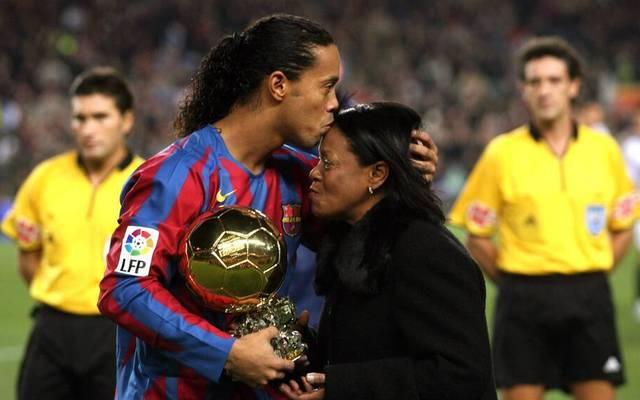 Ronaldinho mit seiner Mutter Miguelina im Jahr 2005