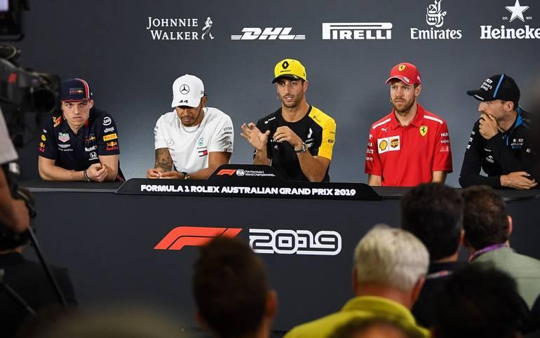 Sebastian Vettel bekommt einen neuen Teamkollegen bei Ferrari, dafür räumt Kimi Räikkönen sein Cockpit. Auch Daniel Ricciardo wechselt. Wer fährt jetzt wo? SPORT1 zeigt die Cockpits der Formel 1 für die Saison 2019