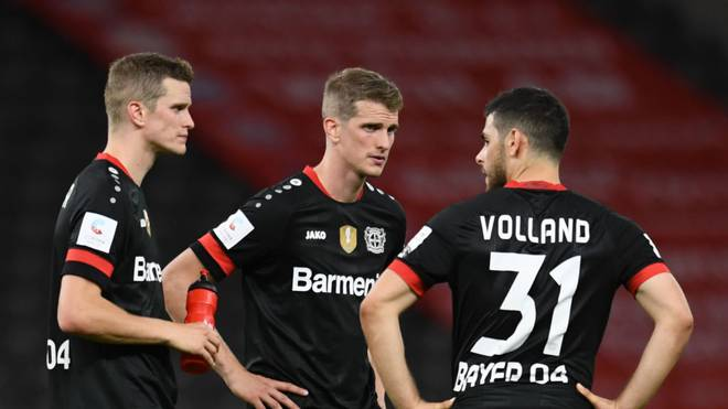 Lars Bender (Mitte) spricht offen über ein mögliches Karriere-Ende