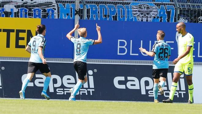 Waldhof Mannheim bejubelt einen Treffer gegen den MSV Duisburg