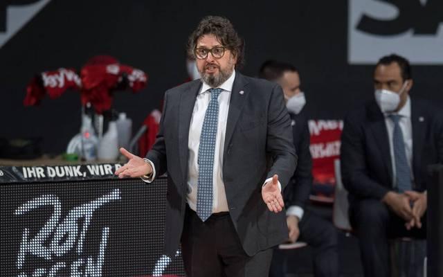 Bayern-Coach Andrea Trinchieri ist wütend über die anstehende Terminhatz