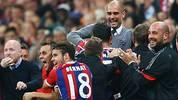 Pep Guardiola obenauf: Nach dem Last-Minute-Tor von Jerome Boateng lässt der Bayern-Coach seinen Emotionen freien Lauf. SPORT1 zeigt den kuriosen Jubel des Katalanen in der Diashow