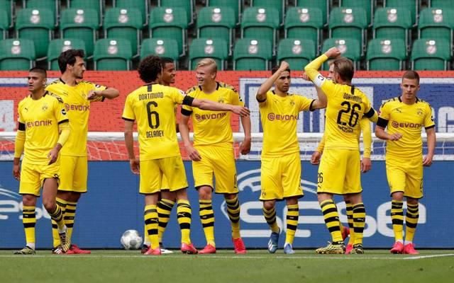 Der BVB bejubelt den knappen Sieg beim VfL Wolfsburg
