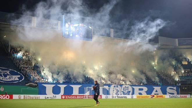 Fans von Hansa Rostock zünden Pyrotechnik