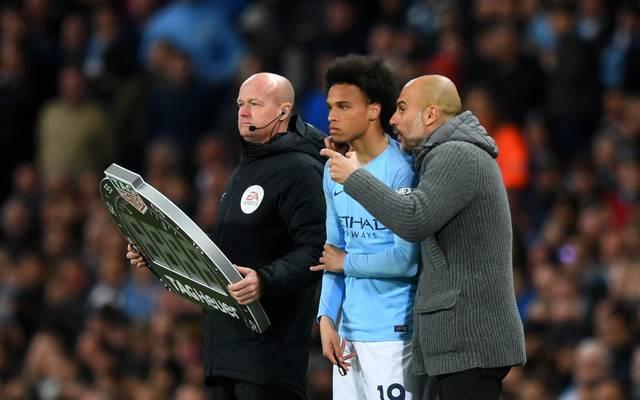 Pep Guardiola (r.) will Leroy Sané behutsam an den Spielbetrieb heranführen
