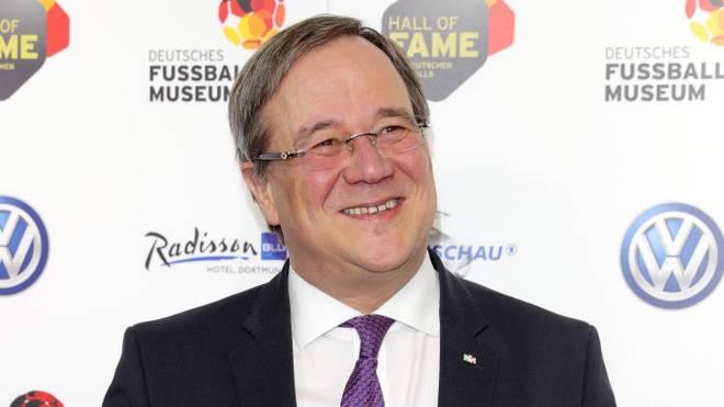 NRW-Ministerpräsident Armin Laschet nährt die Hoffnung auf eine baldige Wiederaufnahme des Spielbetriebs