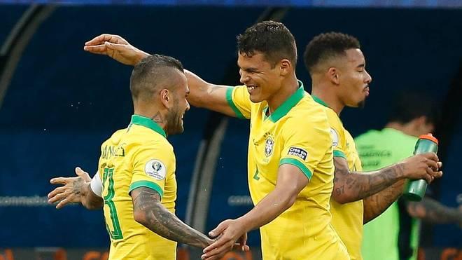 Dani Alves (l.) kehrt ins Nationalteam zurück