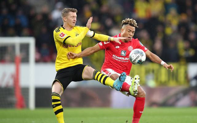 MAINZ, GERMANY - DECEMBER 14: Pierre Kunde Malong of 1. FSV Mainz 05 battles for possession with Marco Reus of Borussia Dortmund during the Bundesliga match between 1. FSV Mainz 05 and Borussia Dortmund at Opel Arena on December 14, 2019 in Mainz, Germany. (Photo by Christian Kaspar-Bartke/Bongarts/Getty Images)