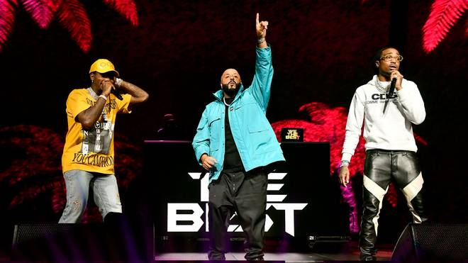 DJ Khaled (m.) und Co. heizen den Football-Fans vor dem Super Bowl ordentlich ein