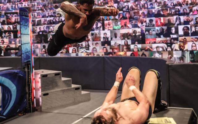 Jey Uso springt bei WWE SmackDown Topstar Roman Reigns zur Seite
