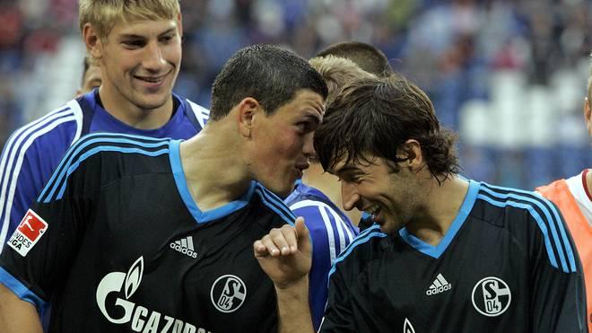 Kyriakos Papadopoulos (l.) spielte auf Schalke mit Weltstar Raul zusammen