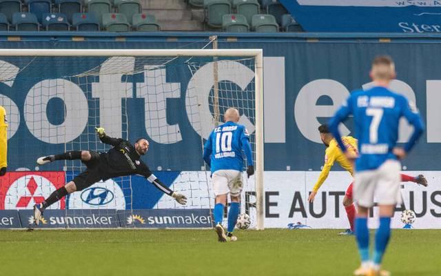 Mit diesem Elfmeter in der Nachspielzeit machte der SV Meppen bei Hansa Rostock alles klar