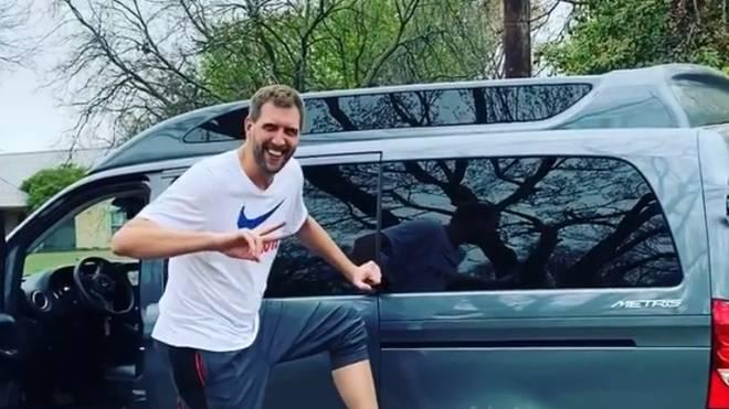 Dirk Nowitzki blieb mit seinem Auto im Schlamm stecken