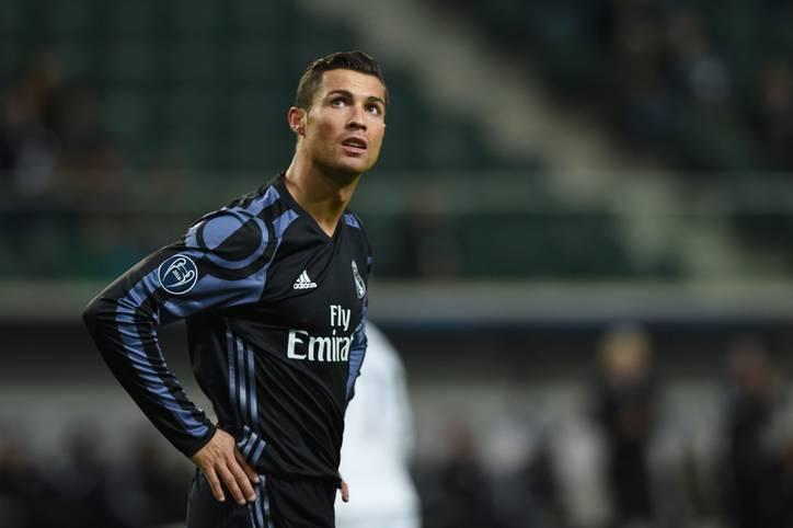 Cristiano Ronaldo gehört zu den Topverdienern unter den Fußballern. Doch ihm selbst ist sein astronomisches Gehalt wohl noch zu niedrig. Gut, dass die Vertragsverlängerung des Megastars von Real Madrid perfekt ist