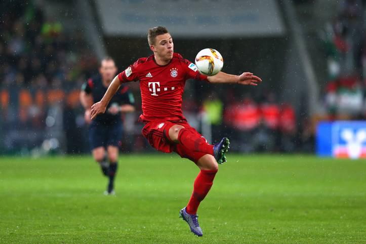 Nach seinem starken Auftritt beim Topspiel in Dortmund gab's für Bayerns Joshua Kimmich Lob von allen Seiten. Sein derzeit verletzter Teamkollege Jerome Boateng sprach sich bei SPORT1 sogar für eine Nationalmannschafts-Nominierung aus. Der gelernte Sechser macht bei den Münchnern als Innenverteidiger aktuell einen großartigen Job