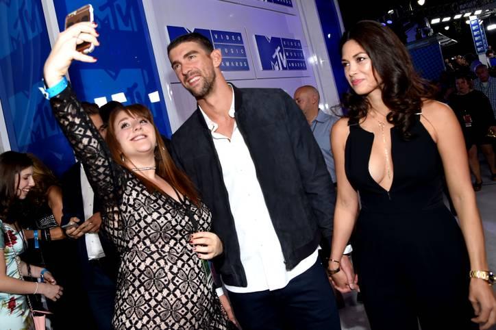 Die MTV Video Music Awards sind ein Stelldichein der Musik-Superstars. Auch einige Sportgrößen waren in New York. Rekord-Olympiasieger Michael Phelps ist mit seiner Verlobten ein begehrter Selfie-Partner