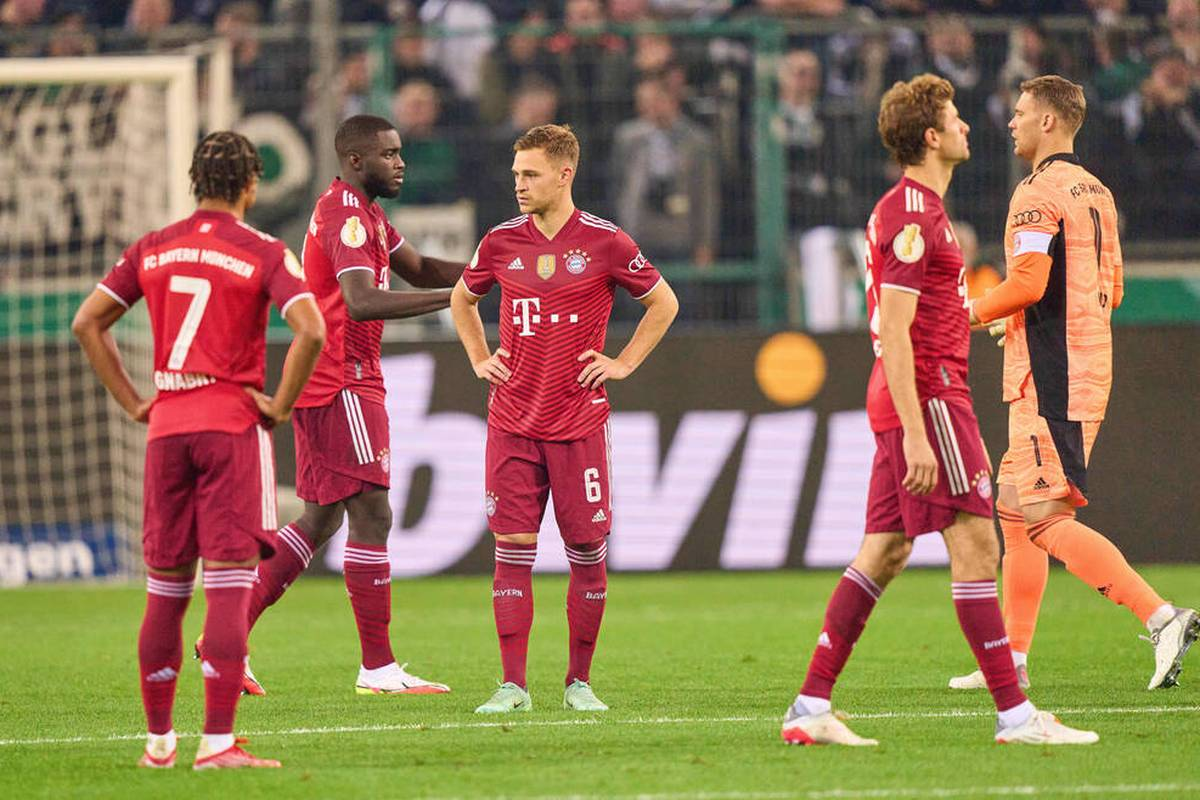 Der FC Bayern erlebt im DFB-Pokal bei Borussia Mönchengladbach eine Blamage. Aber wie lässt sich der desaströse Auftritt erklären?