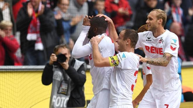 Die Spieler des 1. FC Köln bejubeln ihren sensationellen Saisonstart