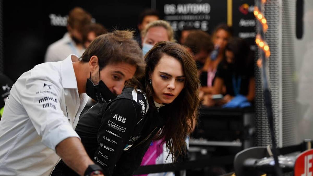 Cara Delevingne im Gespräch mit Formel-E-Champion António Félix da Costa.