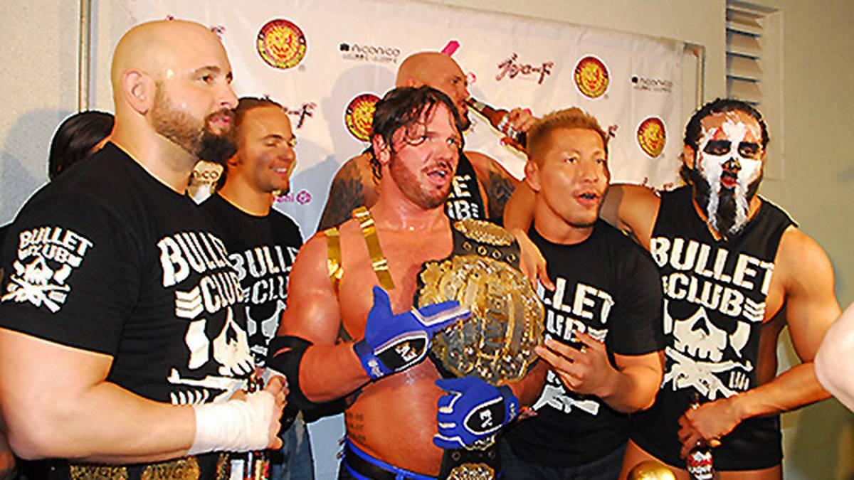 AJ Styles, Karl Anderson und Luke Gallows als Teil des Bullet Club bei NJPW