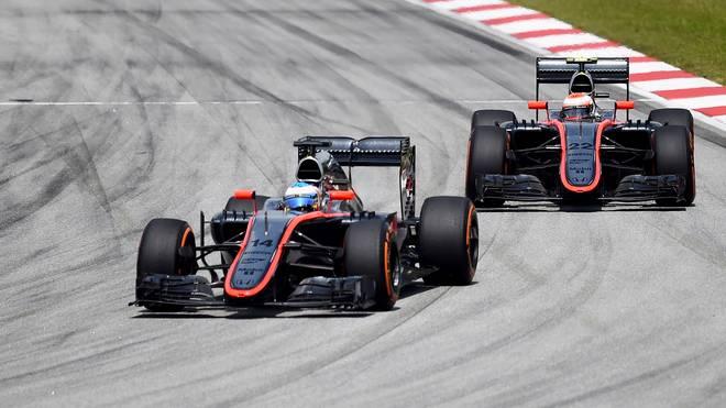 Fernando Alonso (l.) und Jenson Button (r.)  müssen im Rennen eine Aufholjagd starten