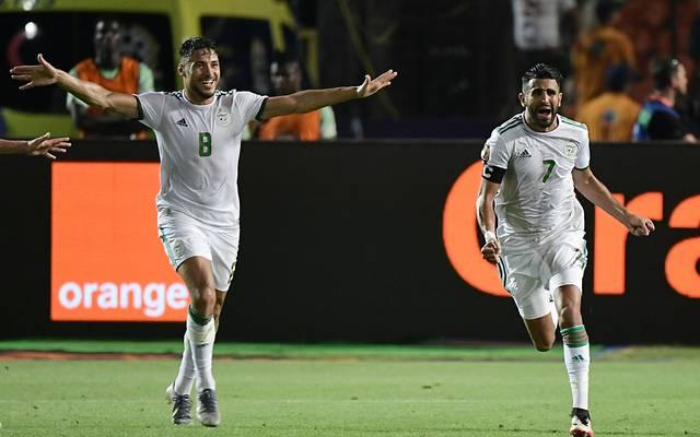 Riyad Mahrez (r.) schoss Algerien ins Finale des Afrika-Cups
