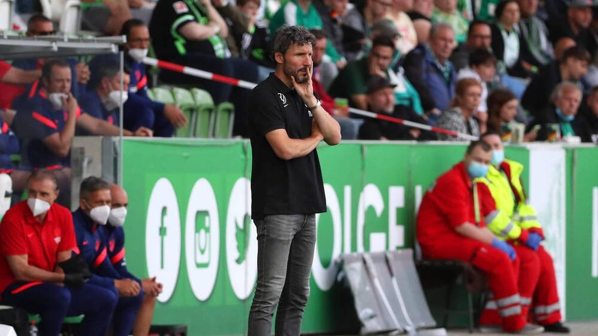 Mark van Bommel kassierte mit Wolfsburg die fünfte Testspiel-Pleite in Folge