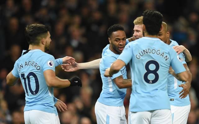 Raheem Sterling (M.) steht bis 2020 bei Manchester City unter Vertrag