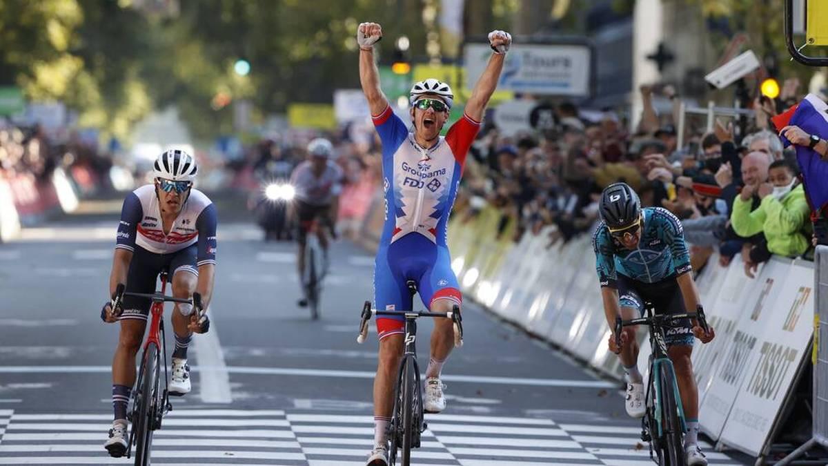 Arnaud Demare (M.) schrie seine Freude heraus