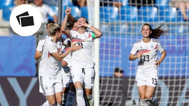 Alexandra Popp (M.) bejubelt das zwischenzeitliche 3:0. Die DFB-Frauen ziehen als Gruppensieger ins Achtelfinale ein