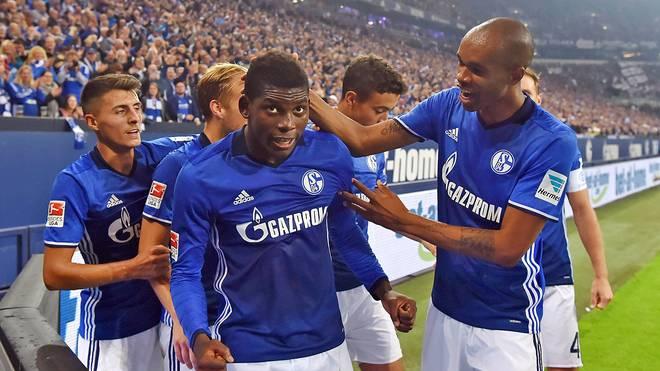 Naldo feiert Breel Embolo bei Schalke 04