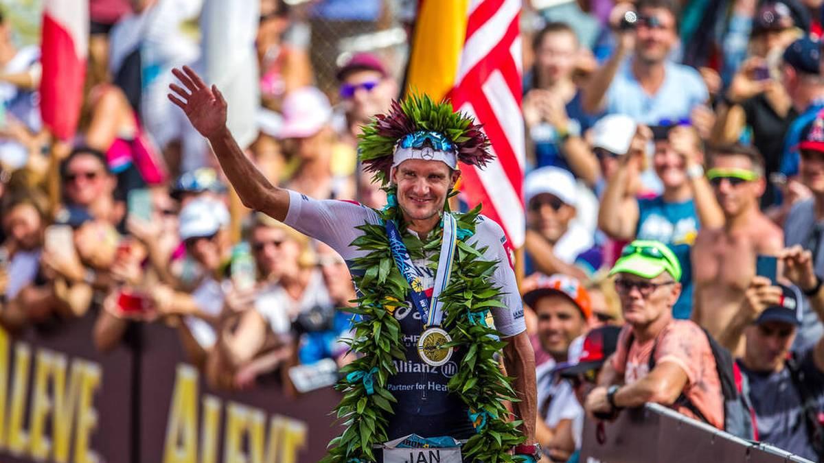 Jan Frodeno feiert 2019 seinen Ironman-Sieg