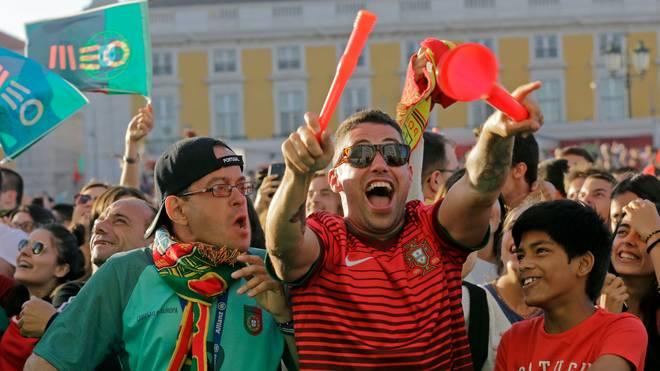 PORTUGAL-FBL-WC-2018-FANS
