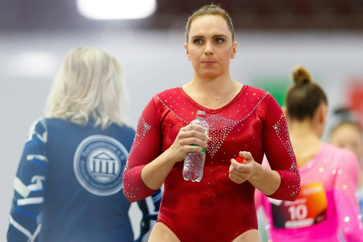 Sophie Scheder muss verletzungsbedingt auf einen Start bei den Kunstturn-Weltmeisterschaften vom 18. bis 24. Oktober verzichten.