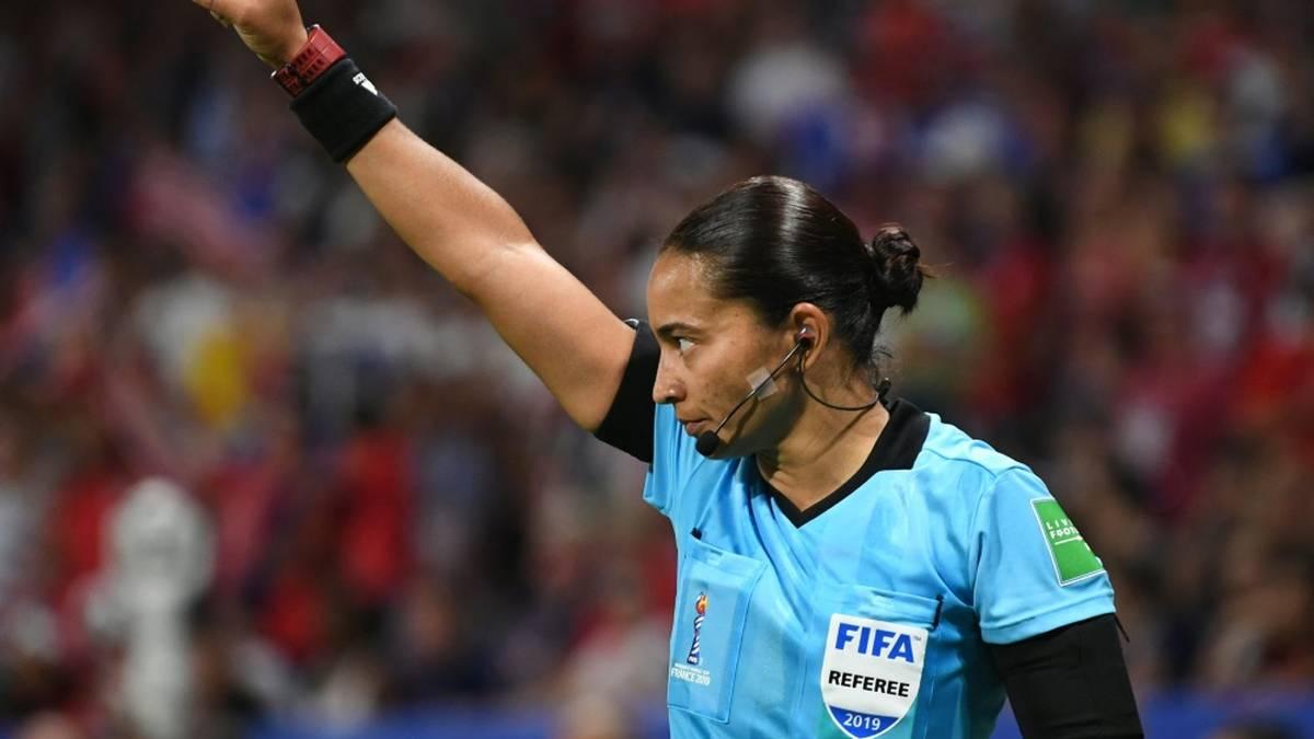 Edina Alves Batista: Erste Frau bei einer Klub-WM