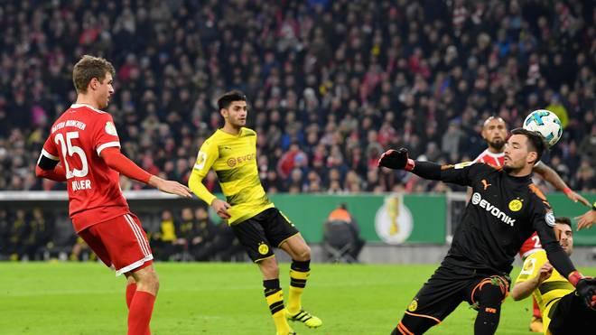 Thomas Müller trifft für den FC Bayern München gegen Borussia Dortmund im DFB-Pokal