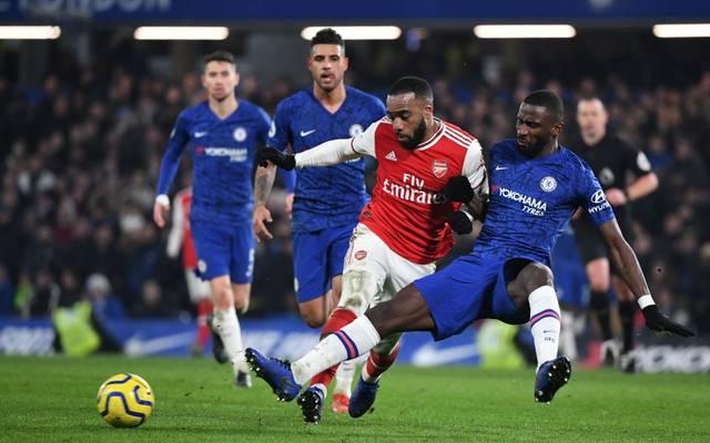 Antonio Rüdiger (re.) kommt im London-Derby mit seinem FC Chelsea nicht über ein Remis gegen Arsenal hinaus