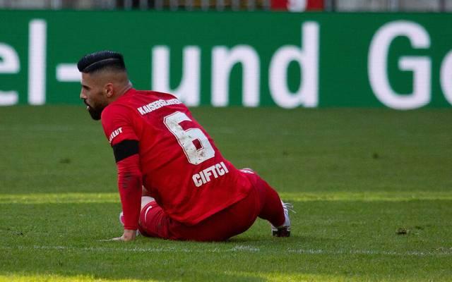 Hikmet Ciftci wie das gesamte Team am Boden. Er wechselte im Januar 2020 von Erzgebirge Aue zum 1. FC Kaiserslautern