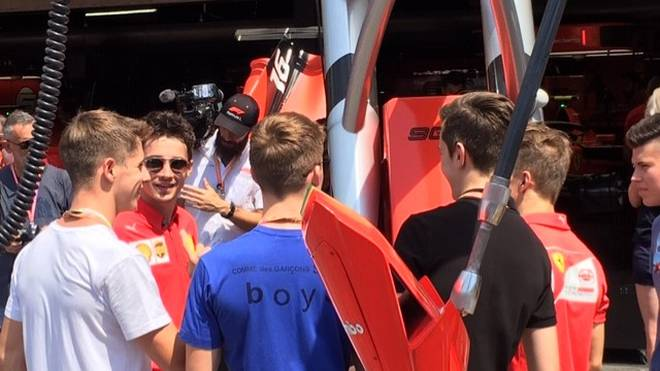 Charles Leclerc fungiert als Ferrari-Gastgeber für den Formel-4-Nachwuchs